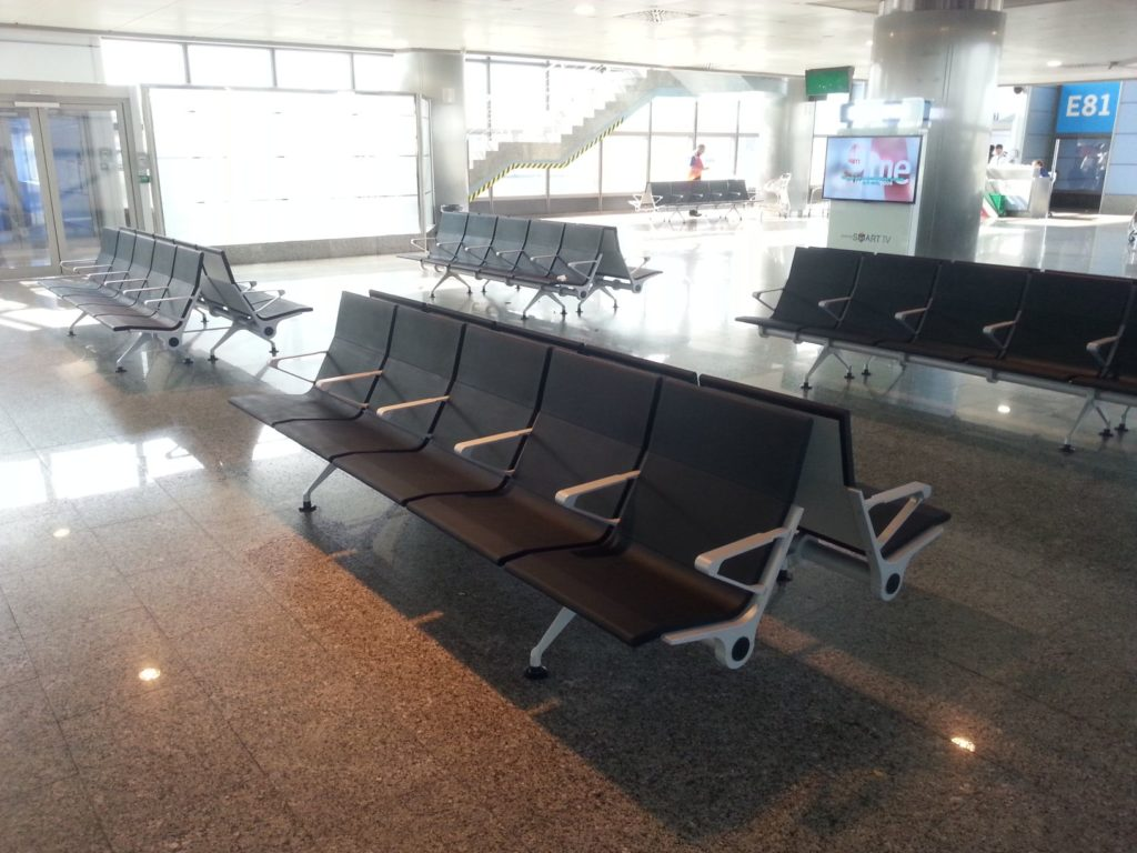 Băng ghế nhà chờ sân bay Madrid T3