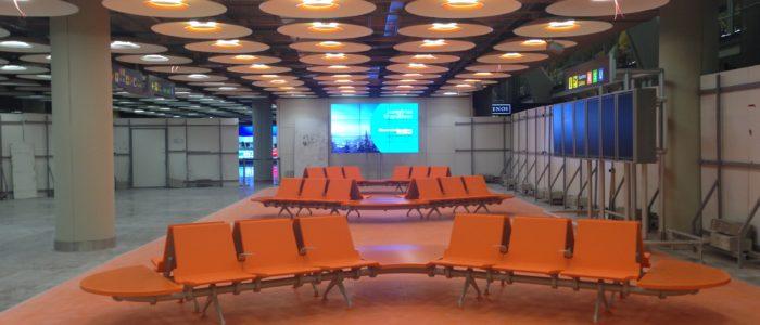 Băng ghế nhà chờ sân bay Madrid 2